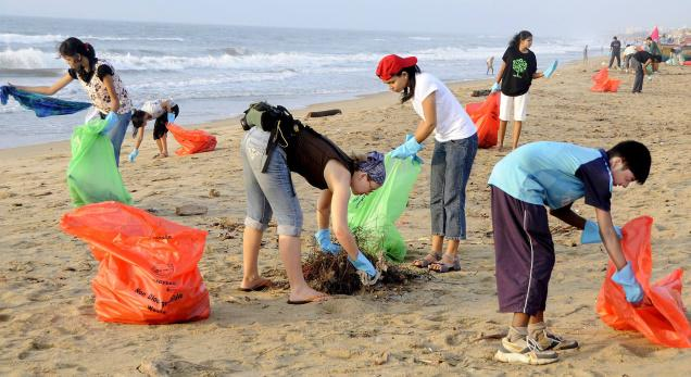 National marine charity urges Sussex residents to take up beach cleaning challenge